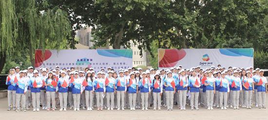 中国石油大学(北京)志愿者在世园会告白祖国 (学校供图)