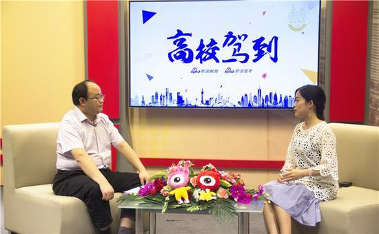 中国科学技术大学招生就业处处长杨锋(左)
