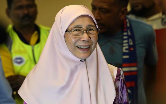 """马来西亚副总理、兼任妇女事务与福利部长的旺阿兹莎周三(8日)公布""""家庭主妇公积金计划"""""""