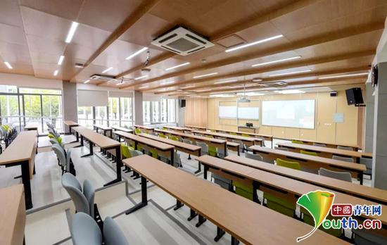 教室焕然一新的装修风格。四川大学教务处供图
