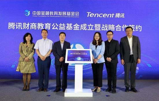由左至右:薛涛、尹优平、杨子强、江阳、闫敏、郭田勇