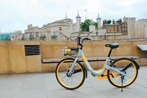 图为海外投放的共享单车。  资料图片