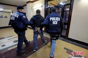 美国移民局大规模遣返无证移民。
