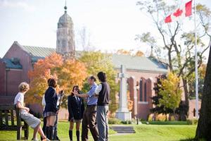 中考后留学为时不晚 加拿大接受国内成绩