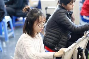 2018广东高考美术考题:绞肉机塑料袋还有大叔
