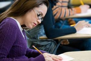 牛津考试女学生获较多时间作答 缩小男女成绩差距