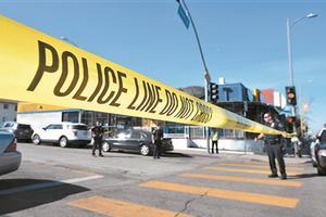 """12岁女孩""""乱枪""""打伤5人 洛杉矶一校园发生枪案"""