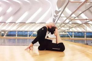 舞蹈生假期必备:超实用软开度训练家用指南
