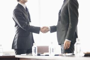 在职MBA VS 全日制MBA:究竟该怎么选择