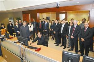 新加坡外籍员工中心将协助外籍员工开办银行户头