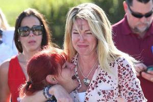 美国佛州校园枪击:家长含泪呼吁政府进行枪枝管制