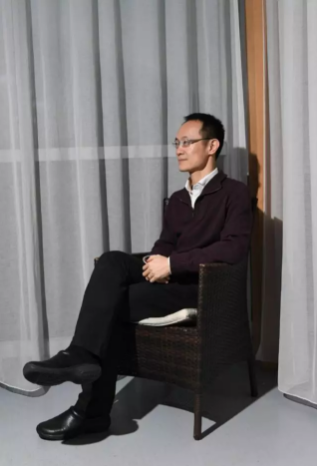 负责小米渠道的三年,林斌出差频繁多了,仅是河南每个月都要去一两次 摄影:阿吉