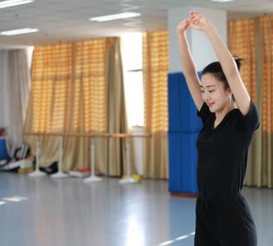 """从艺术生""""逆袭""""成学霸,河海大学学生张雪婷被称为学校的""""知性女神""""。"""