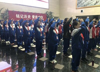 学生走进中国人民抗日战争纪念馆