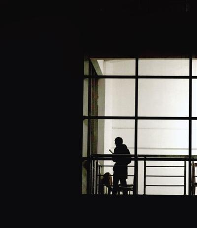 郑报融媒记者 马健 图 深夜漆黑,理想明亮。