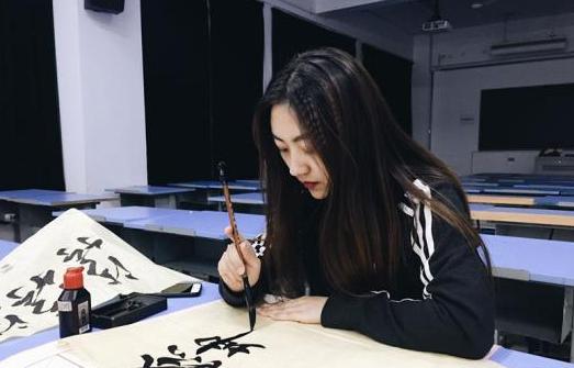 美丽阳光、开朗热情、豪爽大方是河海大学计信院通信工程专业研究生马瑜君给人的第一印象。