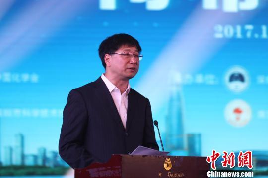 中国化学会副理事长、中国科学院院士、清华大学教授张希致辞。组委会供图