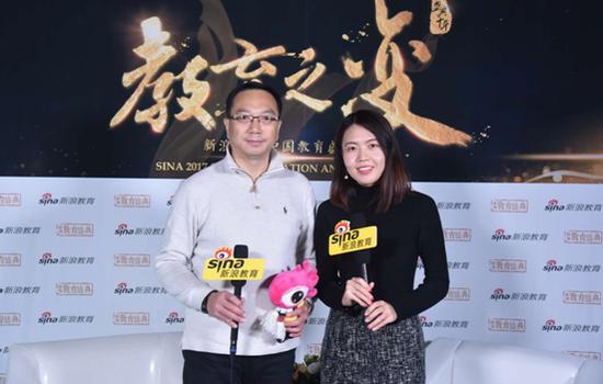 联鸿海外北京分公司总经理 邹良智(左)