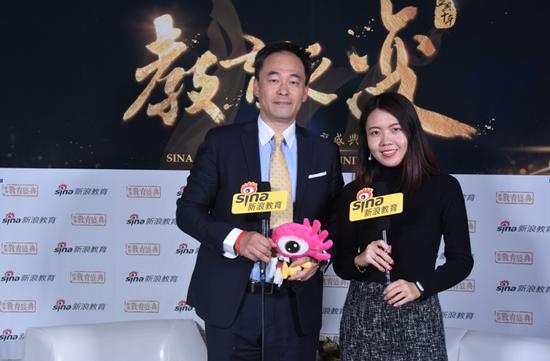 佛蒙特国际学校董事长校董 陆炜(左)
