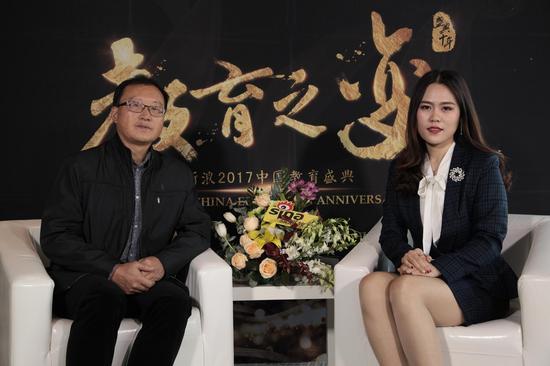 贵州大学明德学院副校长   徐建平