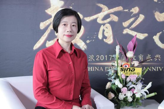 2017新浪教育盛典访谈:贝尔安亲赵静芳