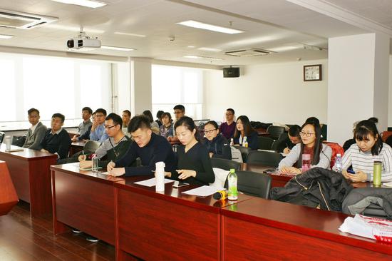 图3:出席座谈会的2016、2017级MBA各班学生代表