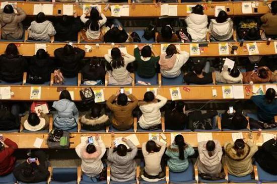 """1月10日,山东济南,5000名考研学生同上""""巨无霸""""大课"""