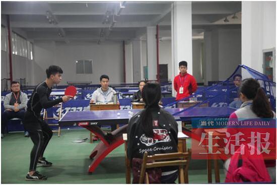 12月12日,广西2018年普通高等学校招生体育类专业全区统一考试在广西民族大学开考。