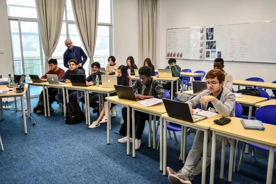 本土学生与外籍学生共同学习