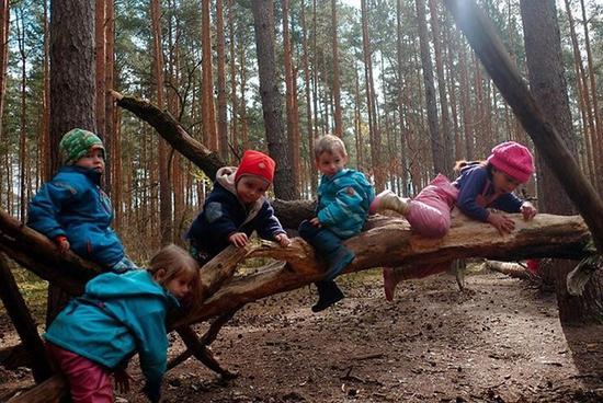 Fila森林幼儿园的孩子