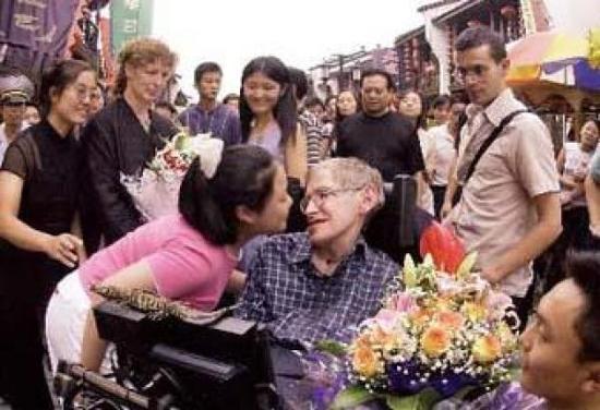 霍金曾赴中国多所高校演讲 发文鼓励高考生