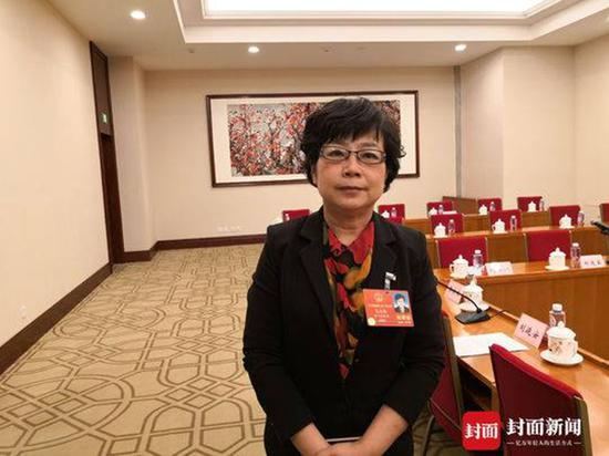 全国人大代表、四川省眉山市青神中学副校长王晓梅。