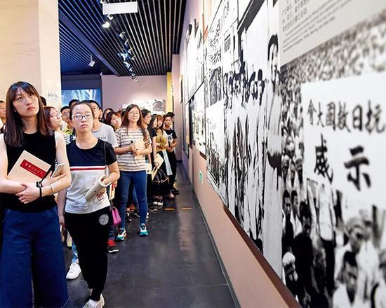 """首都大学生走进中国人民抗日战争纪念馆参加""""忆抗战 学党史 强党性""""活动。"""