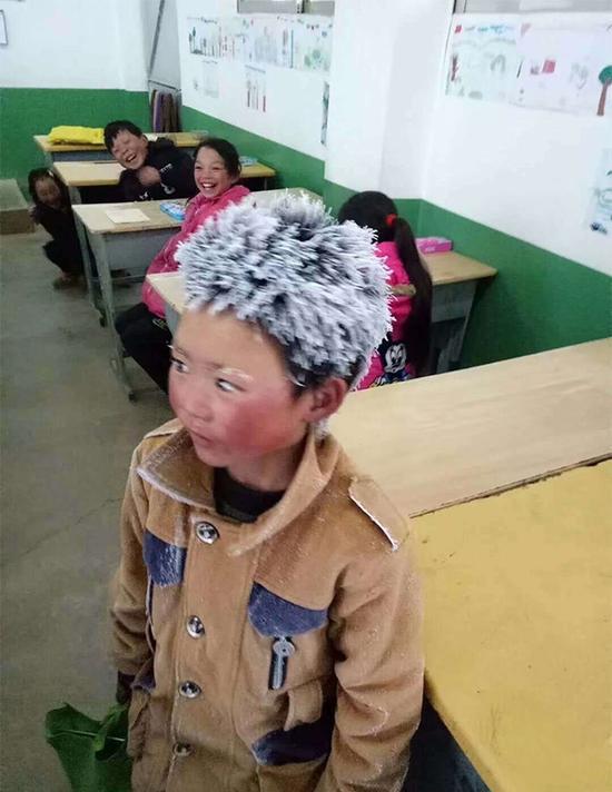 云南昭通市鲁甸县新街镇转山包小学三年级学生王福满 东方IC 图