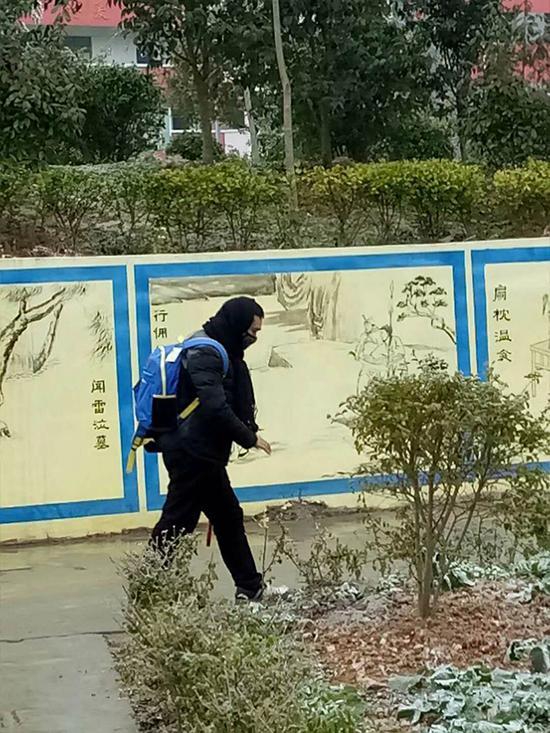 同事拍下刚刚出发的赵边松 受访者供图