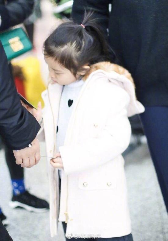 贾乃亮女儿甜馨 来自娱乐圈外汉