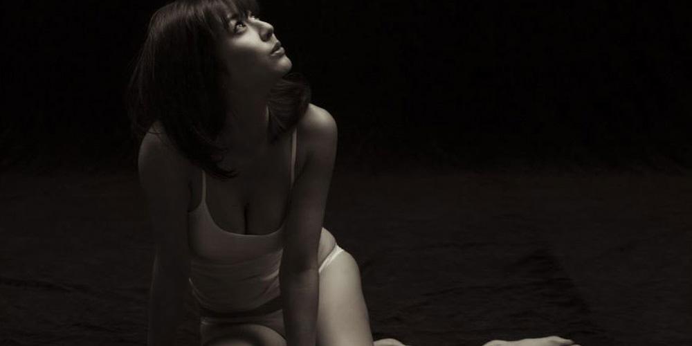 杉本有美黑白大片 极致诱惑身体曲线