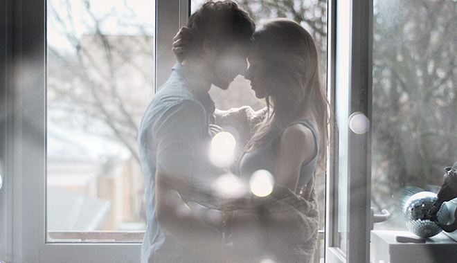 当我们急于说爱时,他们在慢慢谈情