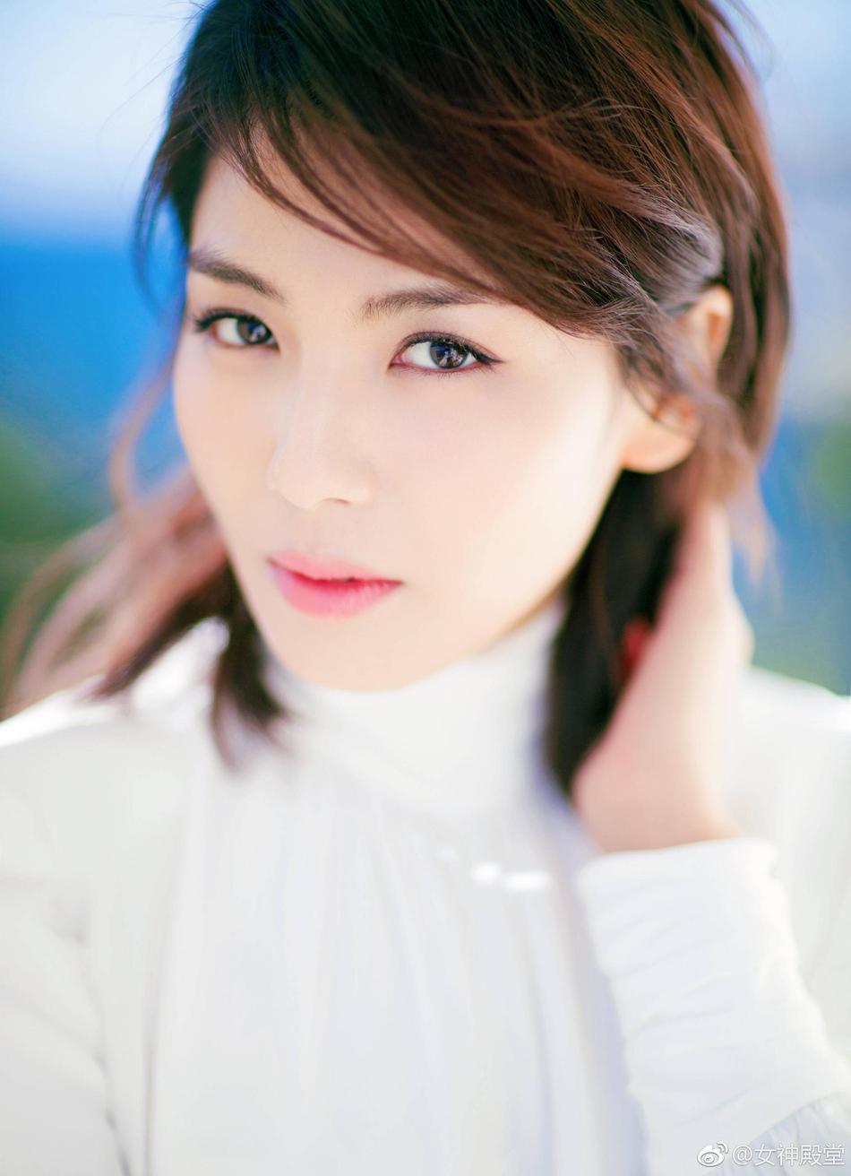 刘涛清新大片优雅时尚 熟女范儿十足