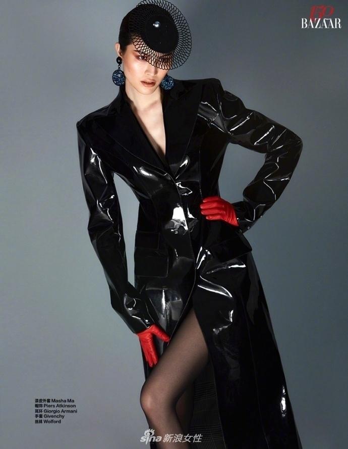 何穗为杂志拍摄的一组时尚大片强势来袭,比基尼搭配黑丝诱惑,大长腿