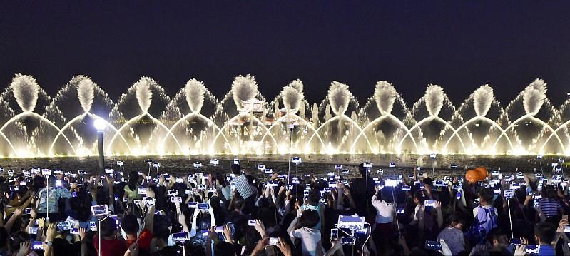 """月11日是世界人口日,虽然中国是世界人口第一大国,但\""""people"""