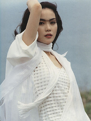 王菲旧照一身白衣仙气飘飘