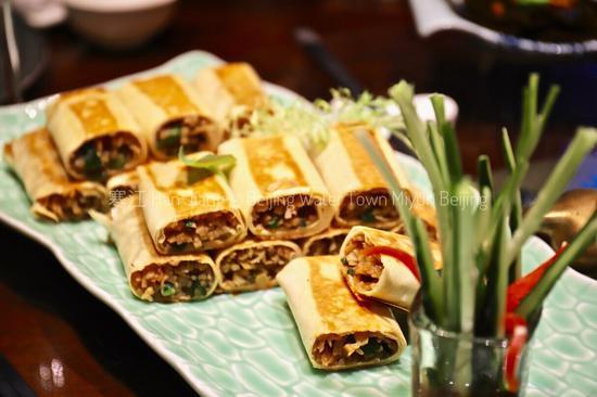 望京楼精品酒店的餐厅主打鲁菜,煎饼、海胆豆腐,让人梦回齐鲁。