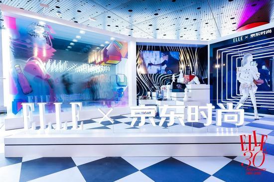 上海中间119层观光厅的ELLE x京东时尚展区