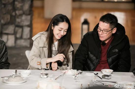 郭碧婷向佐订婚:被婆婆宠成女儿的爱情,到底有多爽!
