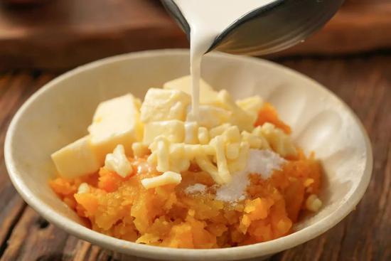 网上赌博官网:芝士奶油焗红薯 在家就能做的温暖食物