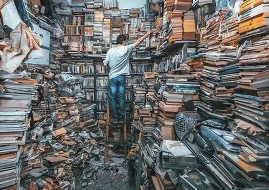 △王米渝的旧书店/摄影:谢浩