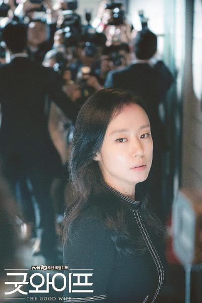 《傲骨贤妻》被视为韩剧大批翻拍英美剧的起点。图片均为电视剧海报。
