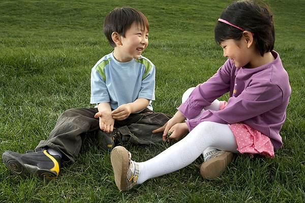 9岁女孩与妹妹争宠退化成婴儿 二孩潮致同胞竞争障碍增多
