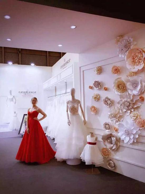 2016年2月,Casablanca bridal婚纱首次亮相第29届上海国际婚纱展。